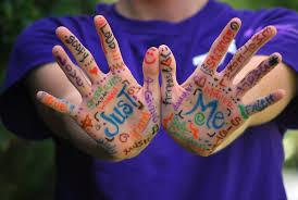 mains peintes